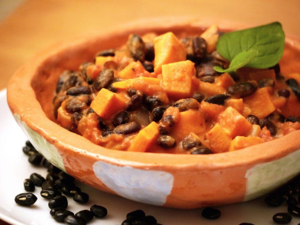 afrika-eintopf-erdnuss-bohnen-suesskartoffel-vegan-paradiesfutter